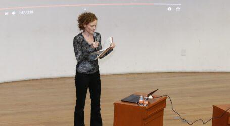 Académica de la Universidad de Yale dictó conferencia en la UAEM