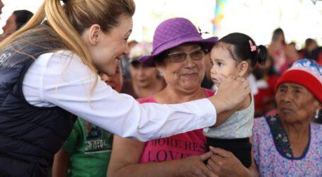 ENTREGA FERNANDA CASTILLO DE DEL MAZO JUGUETES A NIÑEZ MEXIQUENSE