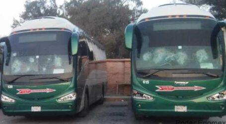 Tras diálogo con SEGOB, estudiantes de Tenería, liberan a 92 choferes y autobuses