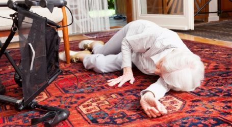 Egresado de UAEM desarrolló dispositivo para medir riesgo de caídas en personas de la tercera edad