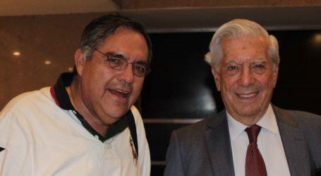 Objetivo de la prensa, hacer críticas al poder, dice Mario Vargas Llosa