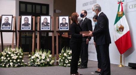 RINDEN HOMENAJE A POLICÍAS MEXIQUENSES QUE PERDIERON LA VIDA EN CUMPLIMIENTO CON SU DEBER