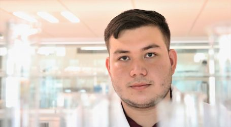 Egresado de la UAG gana premio nacional  de tesis que combate el tequila adulterado
