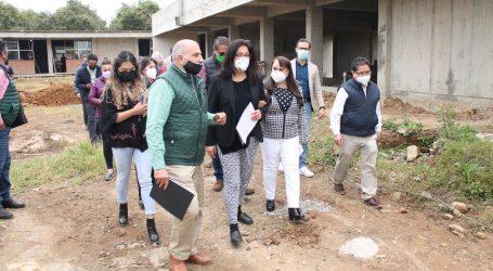 TRABAJAN EN LA CONSTRUCCIÓN DE LA ESCUELA DE ARTES Y OFICIOS EN VILLA GUERRERO