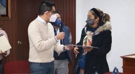 Entrega Manuel Uribe apoyos por 9.4 mdp a maestros