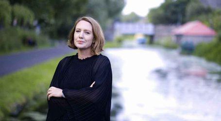 Llega a librerías A fuego lento, la nueva novela de Paula Hawkins