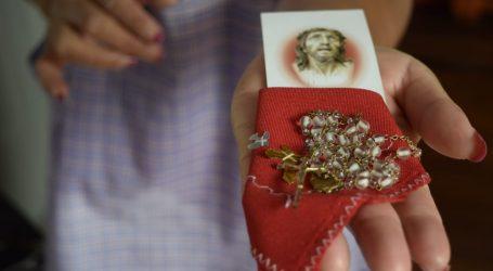 FORTALEZA, REZOS Y FE ANTES QUE VACUNA DICE UN GRUPO RELIGIOSO DE CALIMAYA