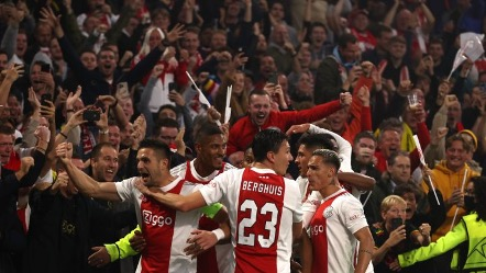 Ajax aplasta al Borussia Dortmund