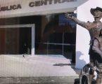 +Atiende a ciudadanos Fernando Flores; Melissa Vargas subió a la tribuna; La estatua de Don Quijote en la renovada Biblioteca; Toluca no levanta